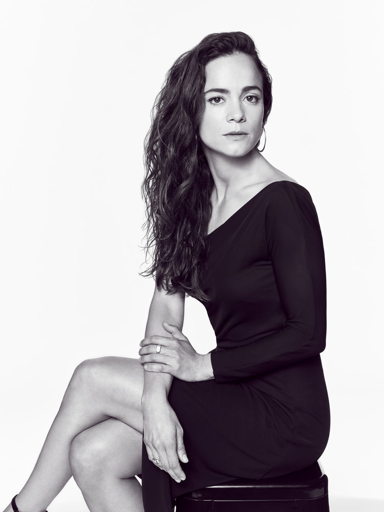 QUEEN OF THE SOUTH -- Season:2 -- Pictured: Alice Braga as Queen -- (Photo by: Dennis Leupold/USA Network)